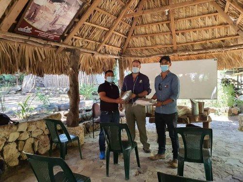 AMSCLAE entrega equipo e insumos para la producción apícola en Santiago Atitlán