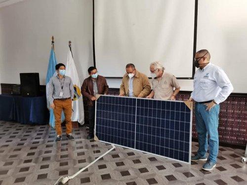 AMSCLAE entrega segundo lote de paneles solares fotovoltaicos a la Municipalidad de San Marcos la Laguna