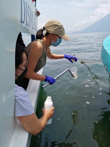 AMSCLAE inspecciona contaminación en Santa Cruz La Laguna