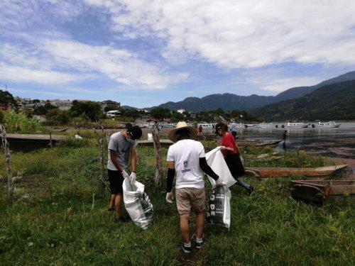 Jornada de limpieza promueve el manejo adecuado de los residuos sólidos en Santiago Atitlán